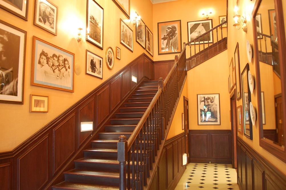 サン=テグジュペリが幼少期を過ごしたラ・モール城の階段を再現したもの