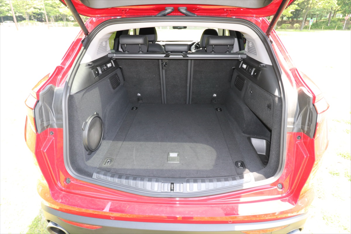 後ろの席を使用している状態の荷室
