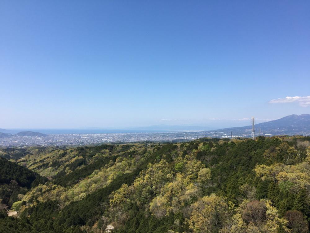 つり橋からは「富士山」のほかに日本一深い「駿河湾」も見える