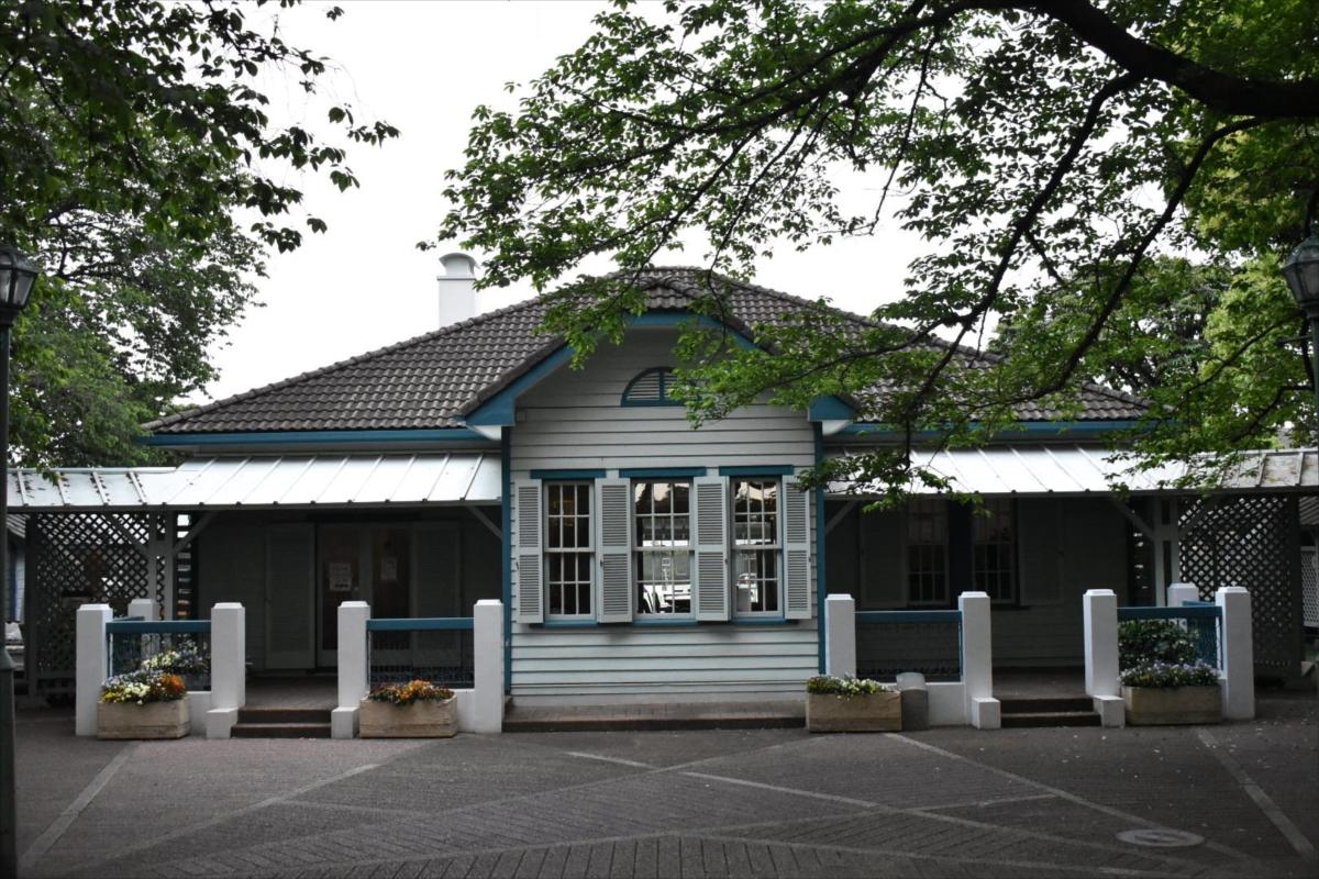 受付として使われている旧山手68番館