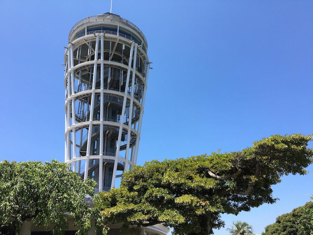 「江の島シーキャンドル(展望灯台)」は、江ノ電開業100周年事業の一環として建設。360度パノラマで海の絶景が楽しめる