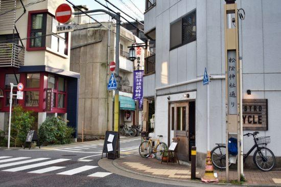 にぎやかな「松陰神社通り商店街」