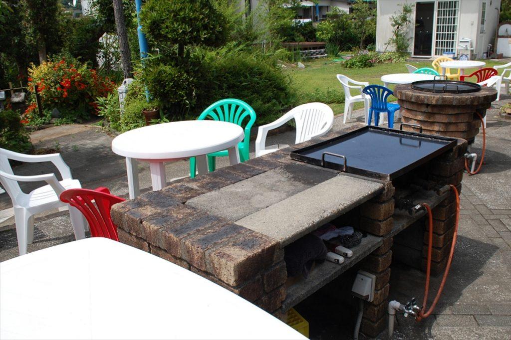 屋外にはBBQスペースを完備。食材は「川きん」が用意してくれるので、手ぶらでBBQを楽しめる