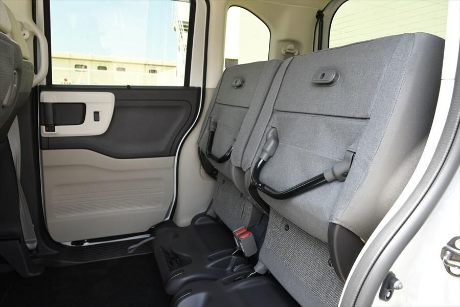 後ろシートにはチップアップ機能を搭載