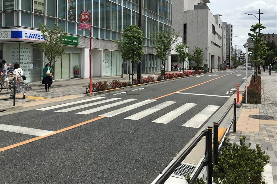 信号機のない横断歩道に人がいるときはできるだけ止まる ○か×か?