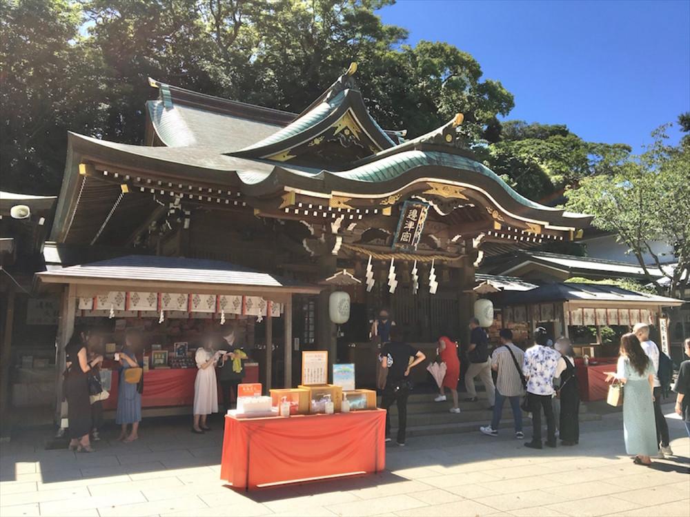 1206年に源実朝が創建した「辺津宮」は、3社のなかでも、一番人気のスポット