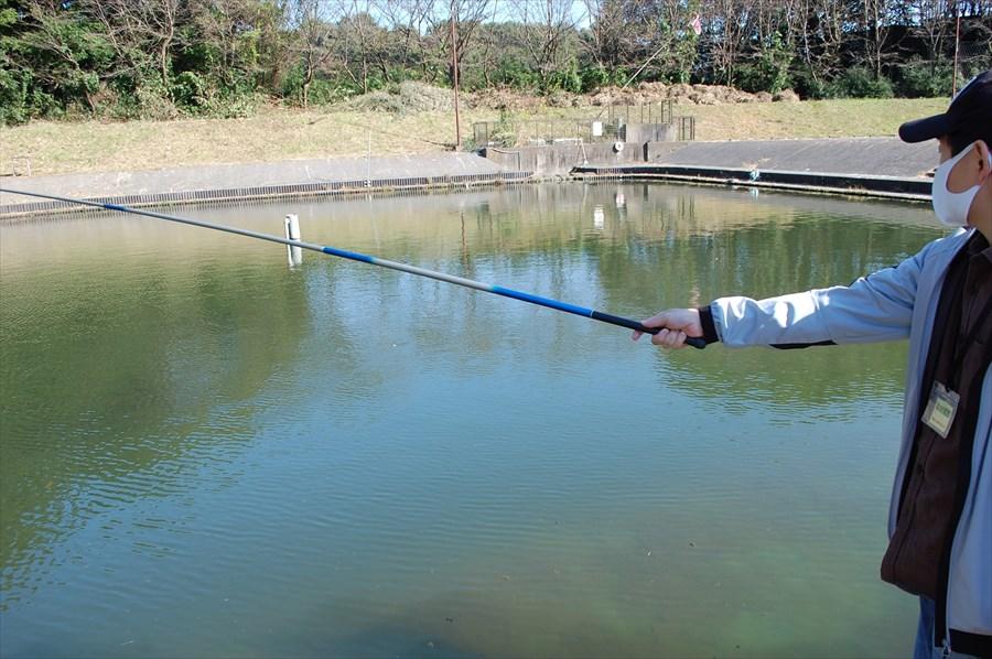 えさ釣りでレンタルできるのは、のべ竿と仕掛け一式