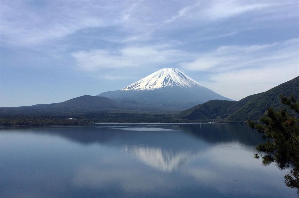 条件が揃うと千円札に描かれているような逆さ富士のベストショットが撮れる