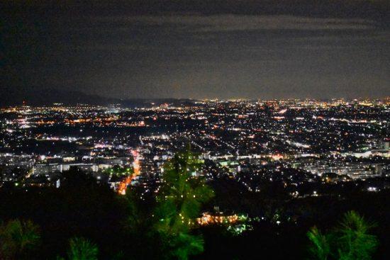 キラキラと輝く夜景はいつまでも見ていたくなるほど