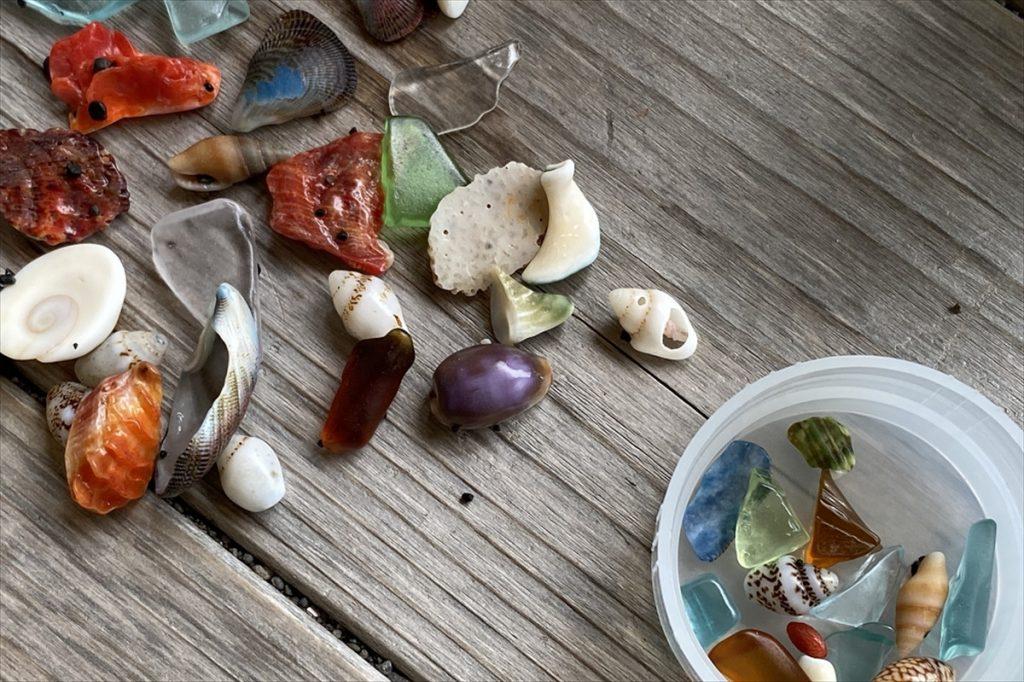 貝殻は「ちょっと多すぎるかな」と思うくらい使った方が、きれいな模様を描いてくれる