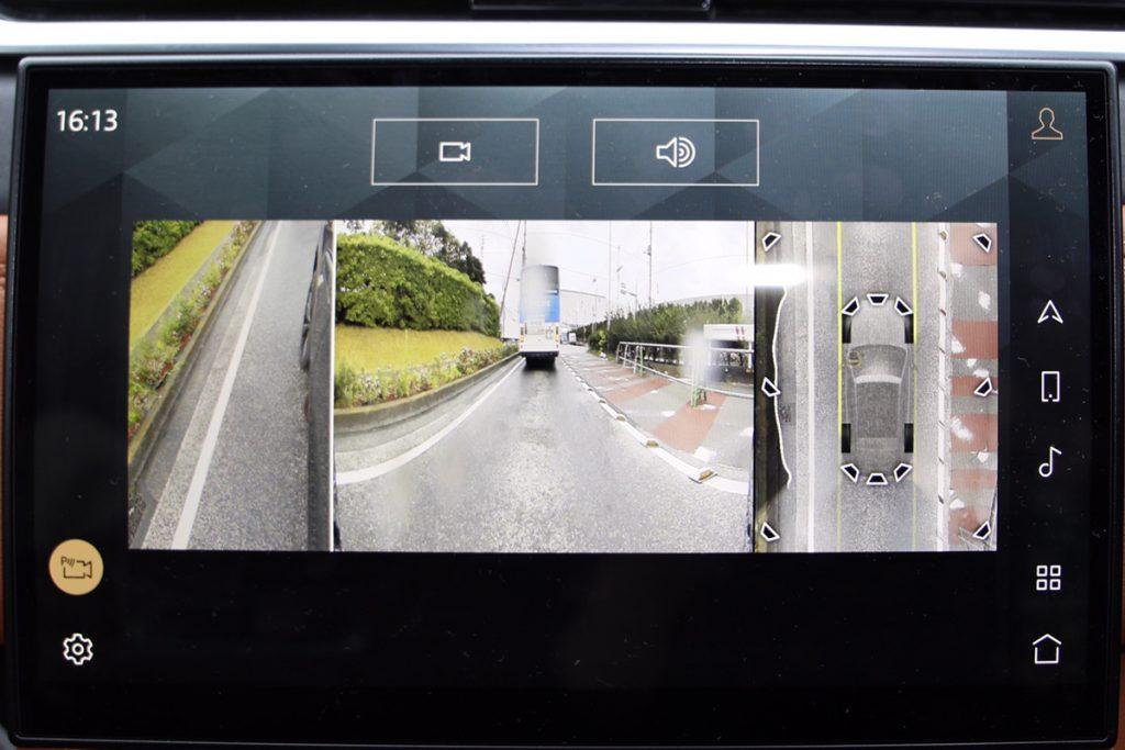 フロントとサイドにもカメラがあり、発進時などに映像を映し出してくれる