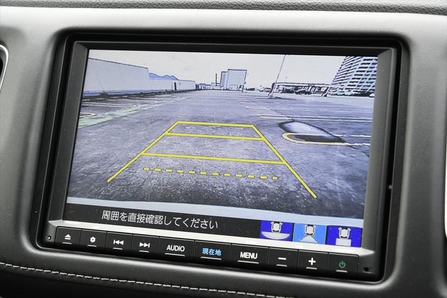 大画面のバックモニターを搭載し、駐車時の後方確認をアシスト