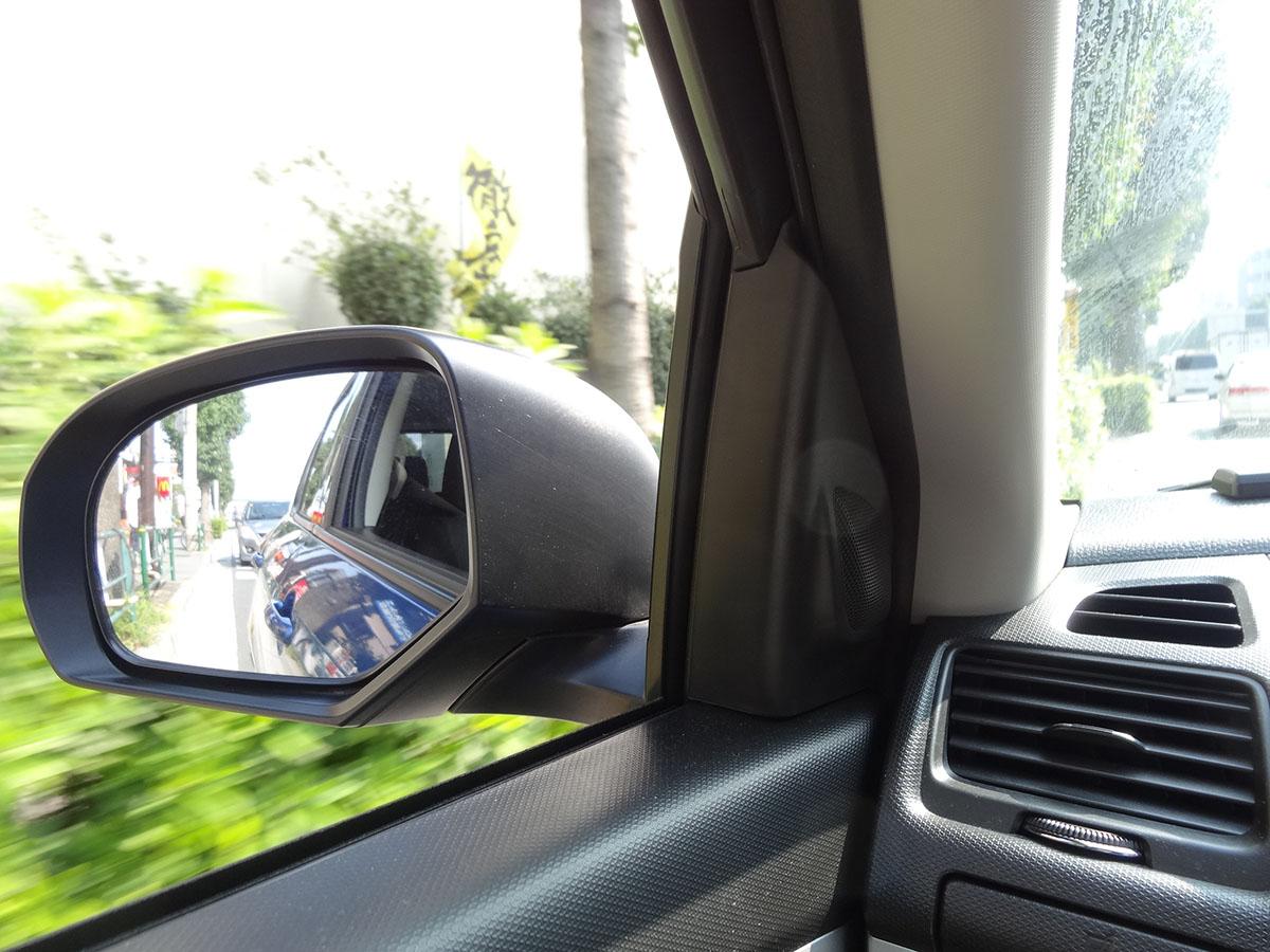 運転前に座席シートを動かし、ルームミラー、サイドミラーの位置を調整しておく