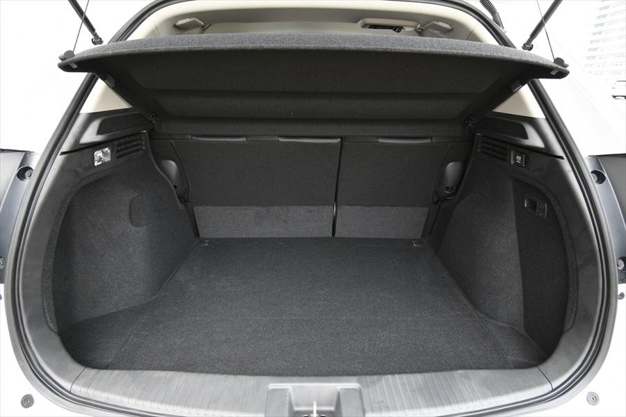 荷室の容量もたっぷり。もちろんシートを倒して空間を拡大することもできる