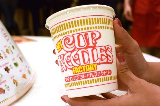 いつも食べているカップヌードルのパッケージもファクトリーバージョンに