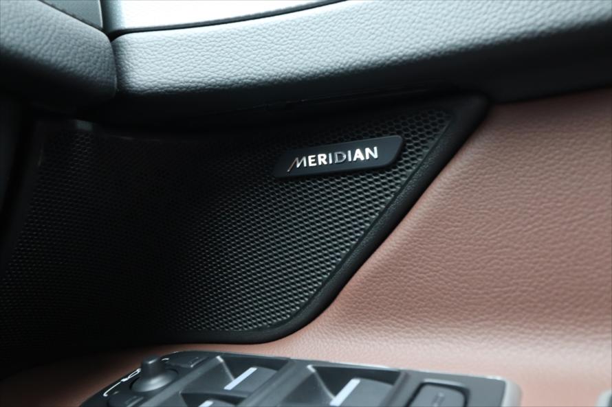 イギリスの高級オーディオメーカー「MERIDIAN」のサウンドシステムで高音質の音楽が楽しめる