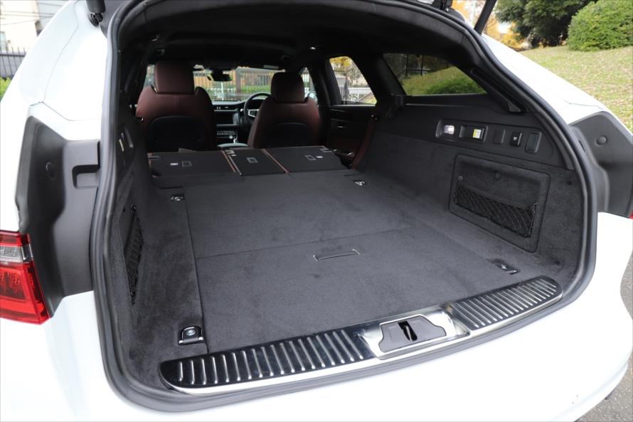 シートを畳むとご覧の通り。段差がなく床面がフラットなので荷室の積み下ろしもしやすい