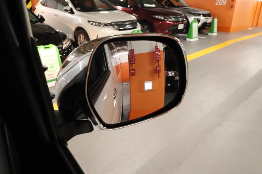内輪差が大きいので右左折時や駐車時は、巻き込み事故に注意