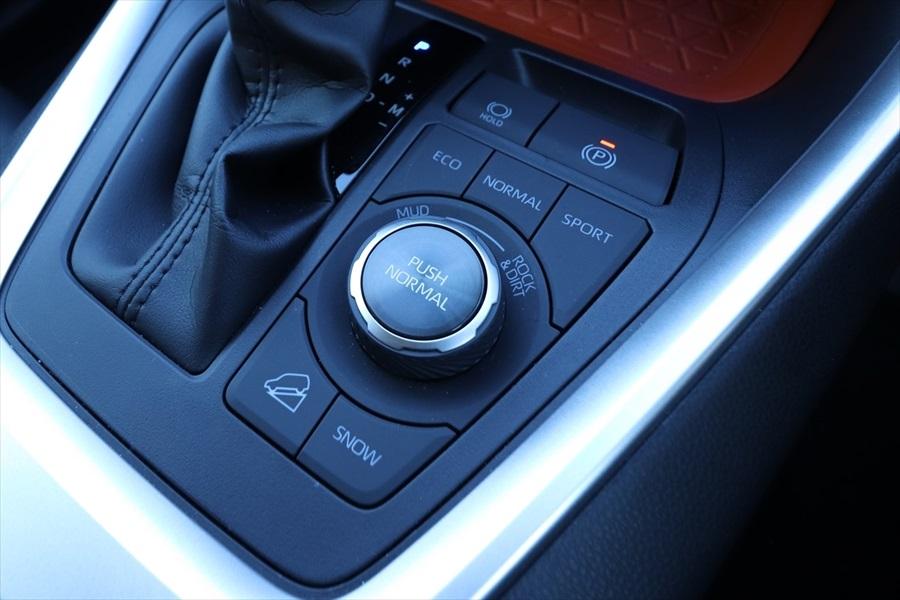 「RAV4」ではオフロード走行用のドライブモード切り替えダイヤルも付く