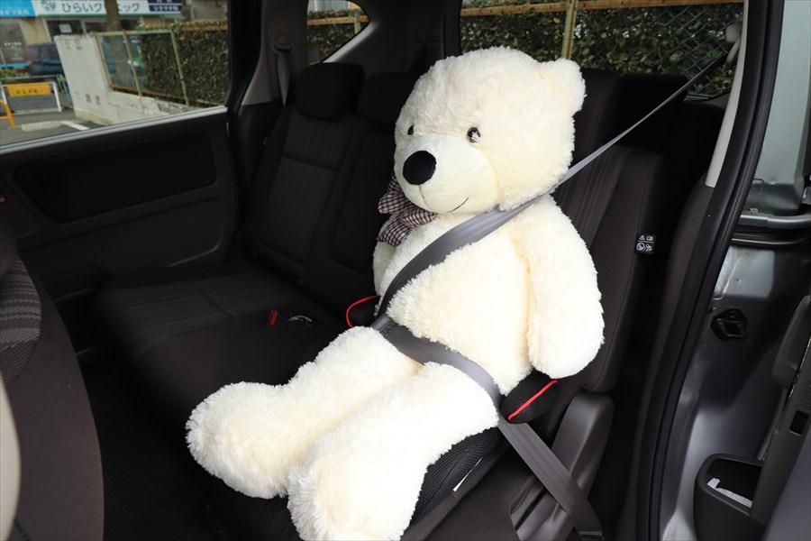 後ろの席でシートベルトをするのは高速道路だけでよい ○か×か?