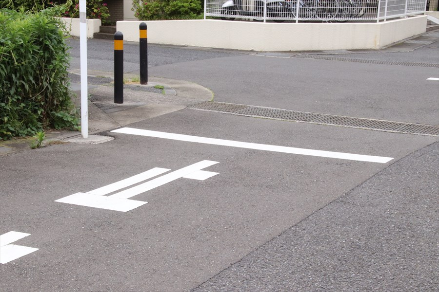 停止線では「線の手前」で止まる ○か×か?
