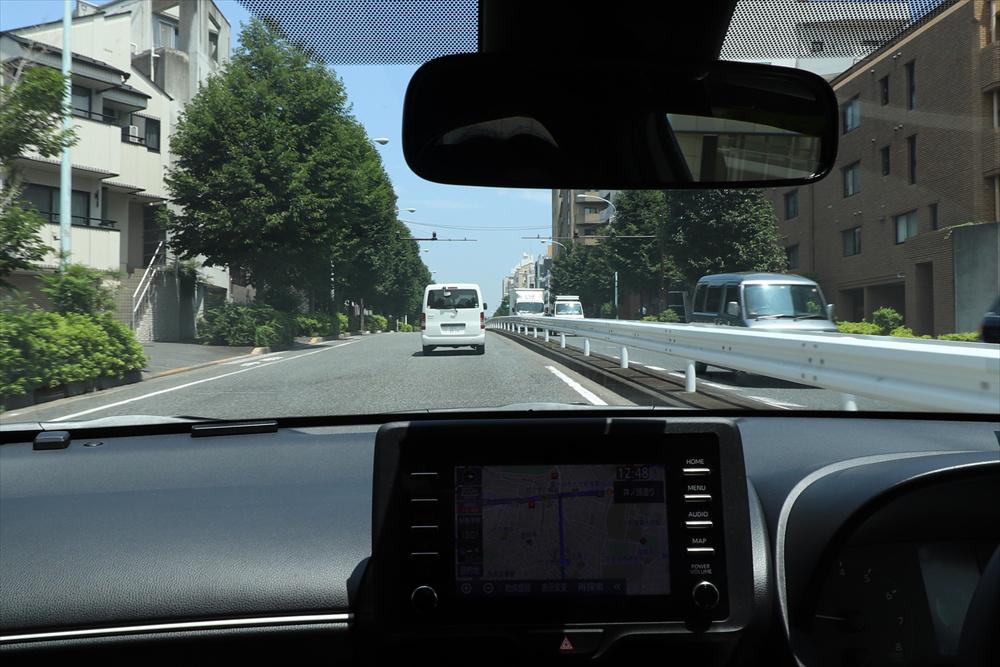 車間距離は、前のクルマが急ブレーキをしてもぶつからない距離を意識する。「あけすぎかな?」と思うぐらいでちょうどいい