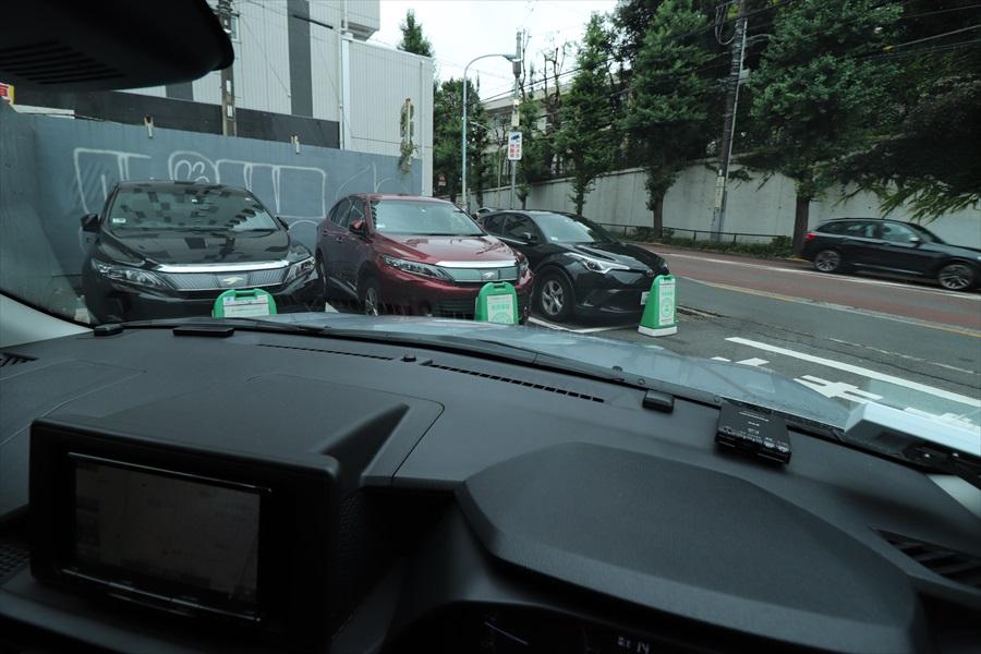 運転席からボンネットが見えるので車両感覚がつかみやすいのもいいところ