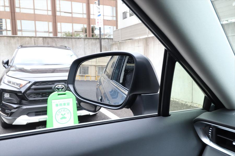 大きなドアミラーによって車線変更や駐車時の後方確認もしやすい