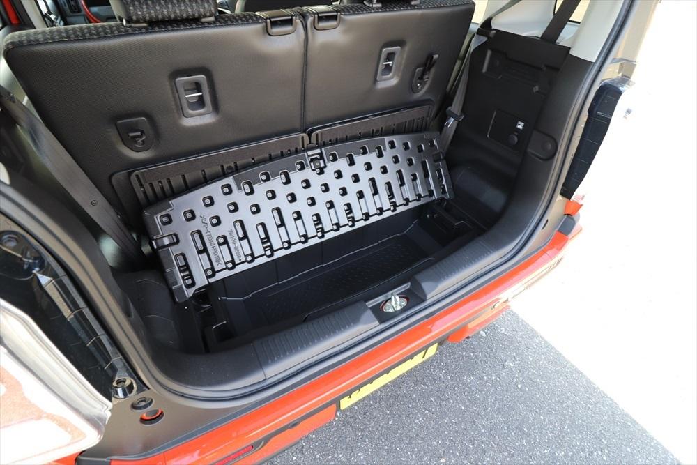 ラゲッジボードをはずせば、B型ベビーカーを立てた状態で収納することも可能
