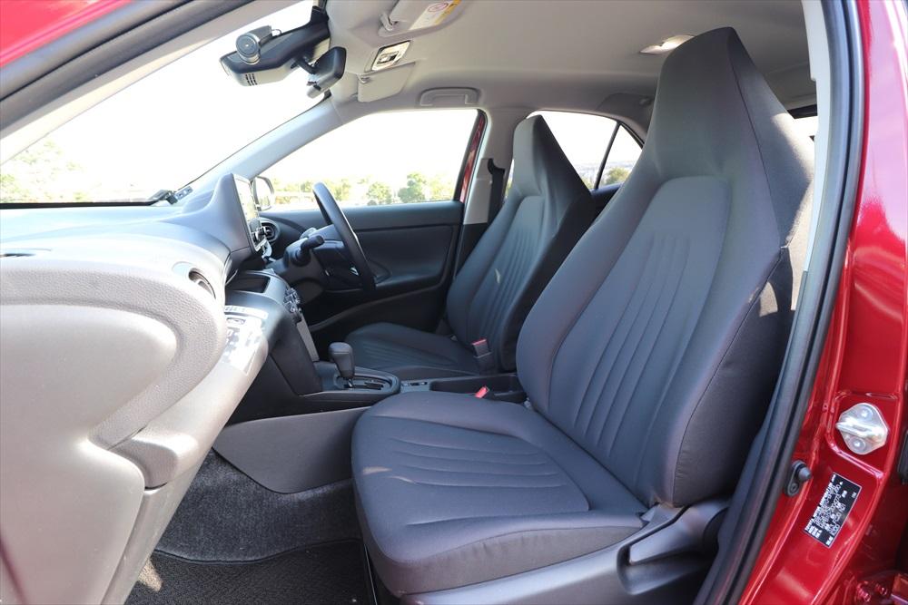 シンプルなデザインだが座り心地がよく疲れにくいシート