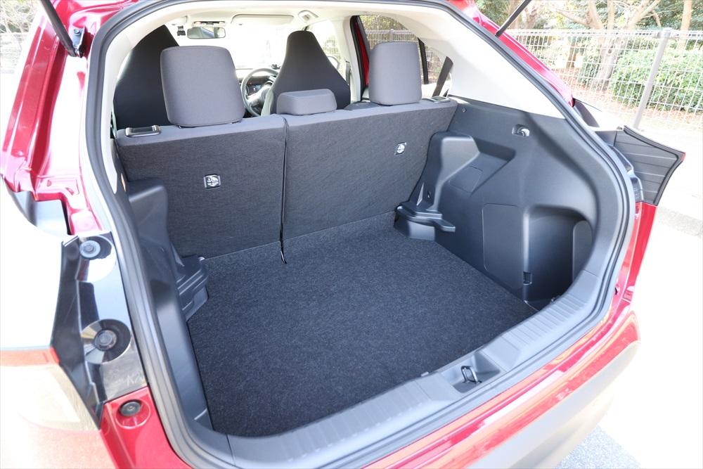 容量でクラストップレベルを謳う広い荷室は、ゴルフバック2個を収納することが可能