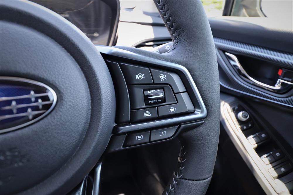 ハンドル右手側にある「S」または「I」が「SI-DRIVE」のスイッチ
