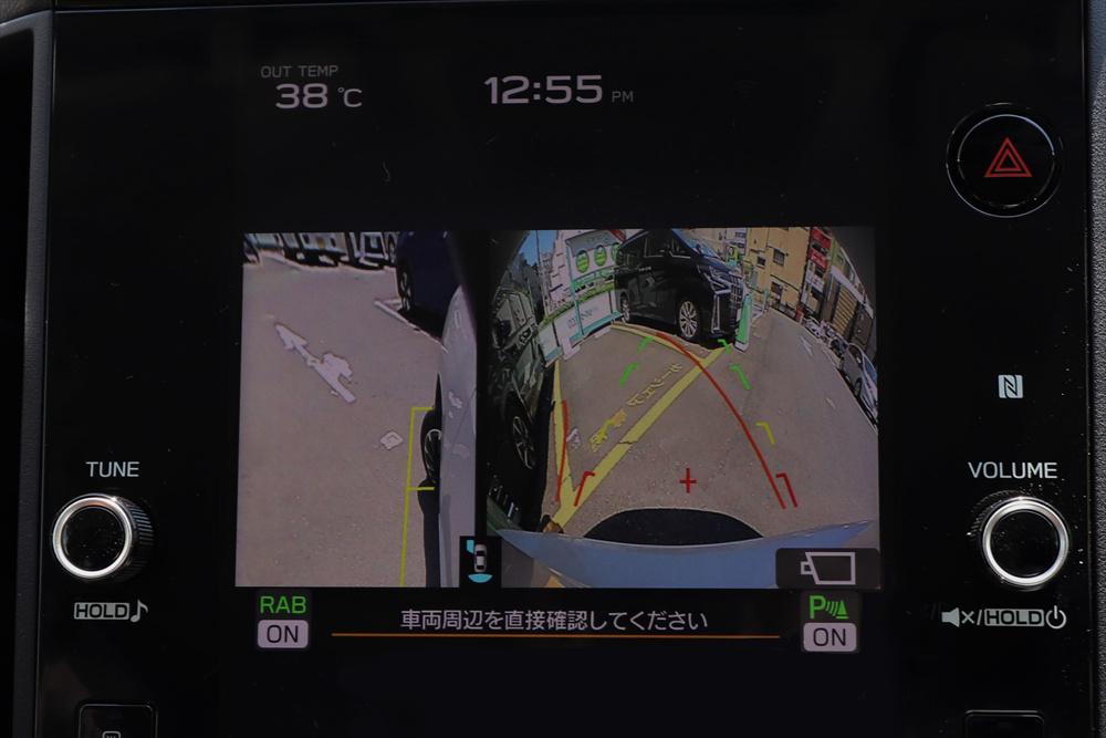 さらにバックモニターとサイドモニターが駐車時の視界をアシストしてくれる