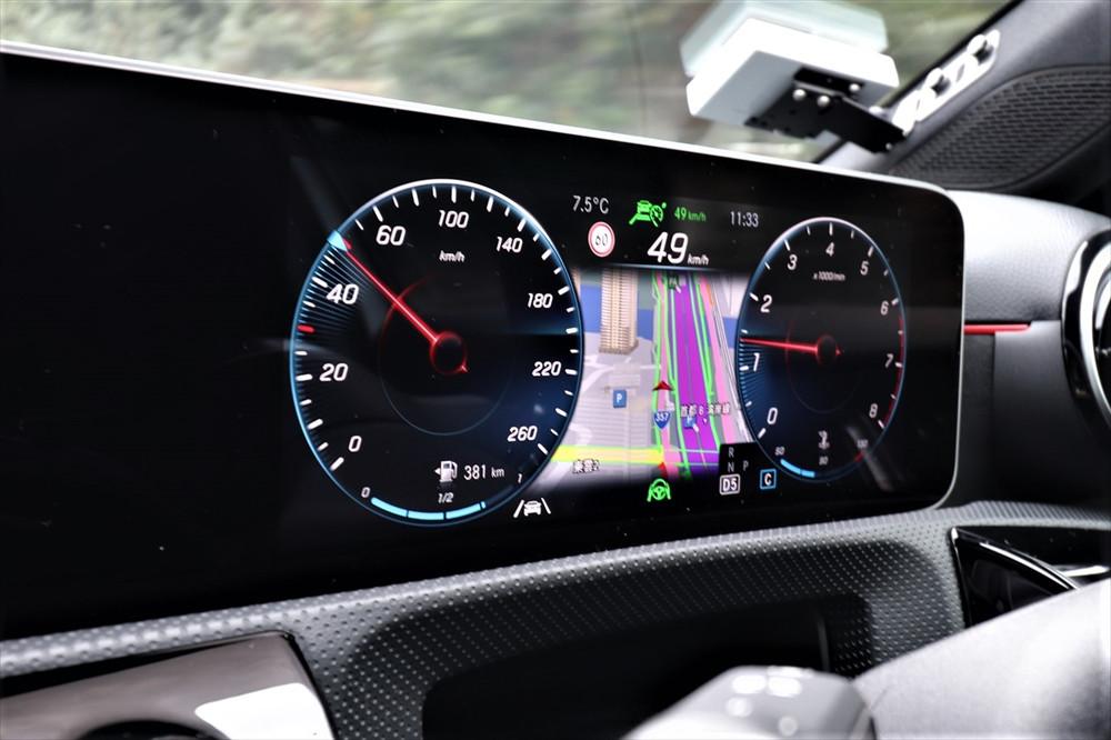 自分の安全だけでなく後続車のためにも、一定のスピードを意識する