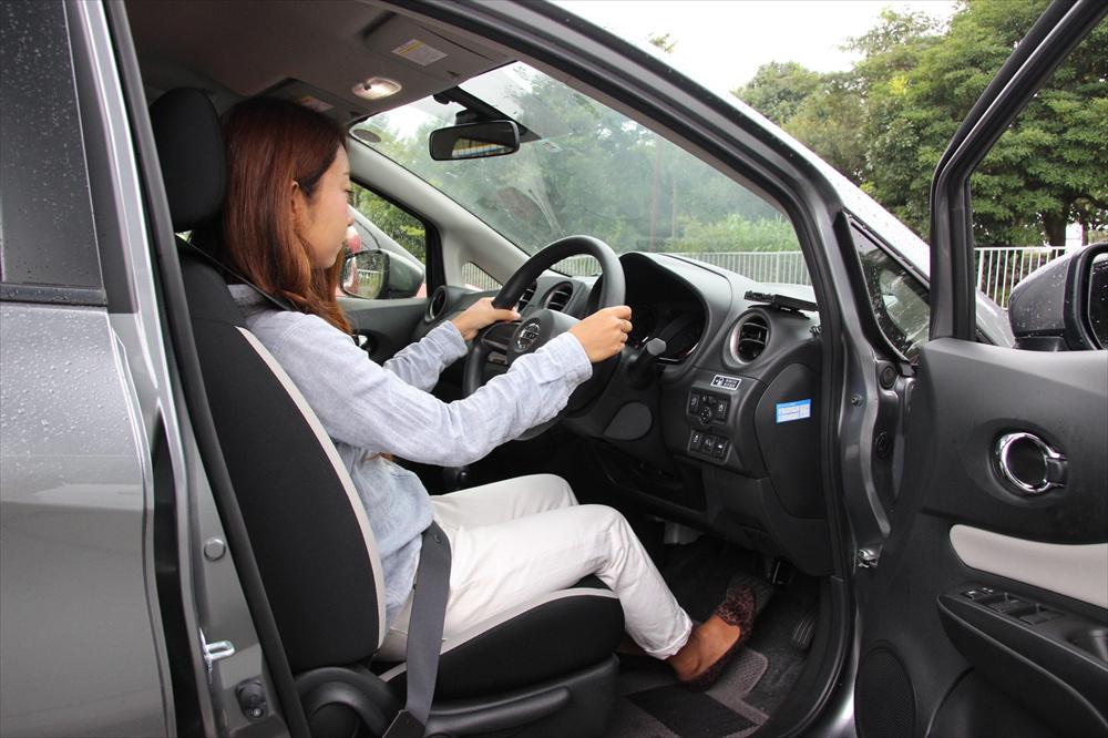 もっとも大切なのは、ブレーキを奥までしっかり踏めること。ブレーキペダルを基準に調整していく