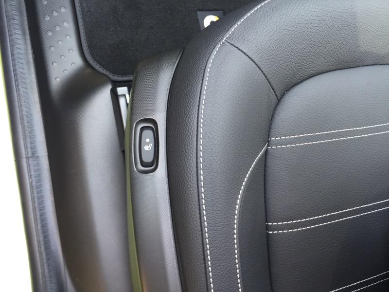 運転席と助手席にはシートヒータを装備
