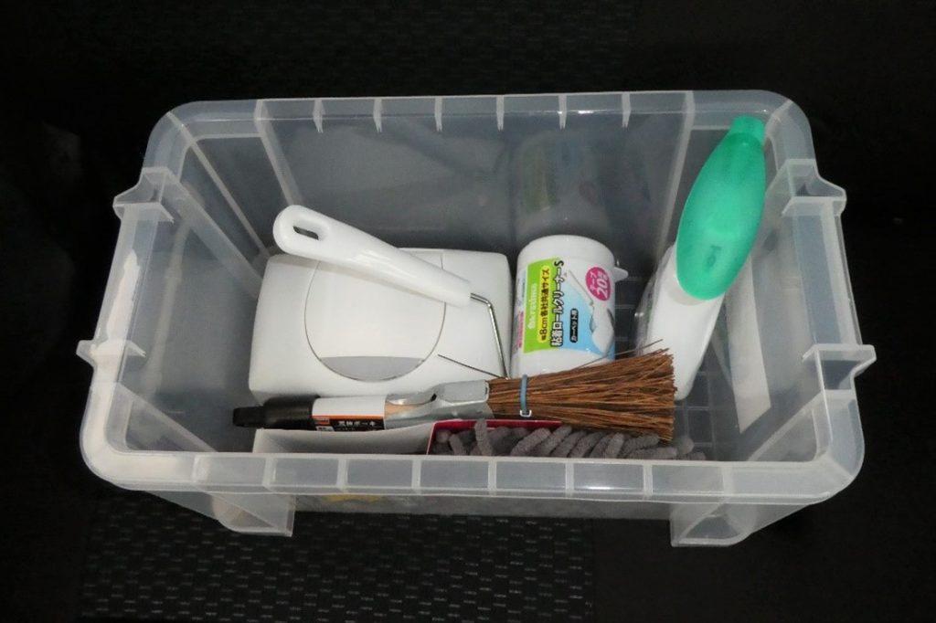 「おそうじキット」は、クリアボックスにまとめて収納されている