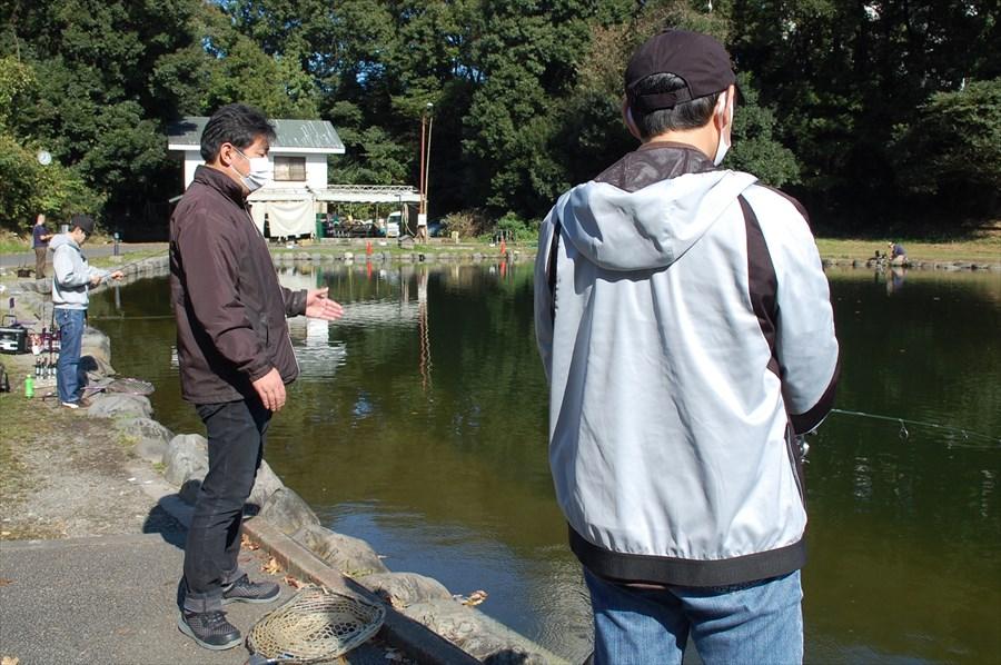 釣り方を丁寧に教えてくれる平山さん
