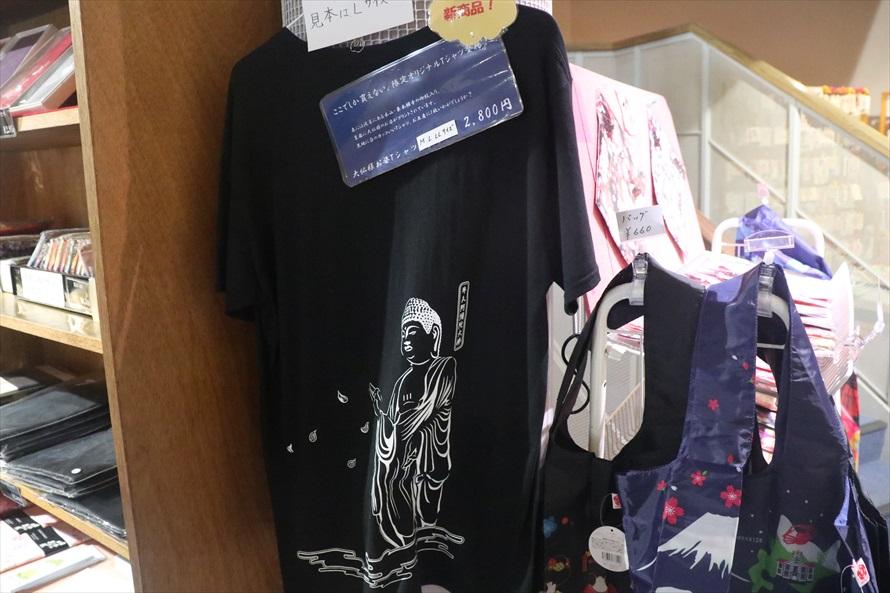 限定品のオリジナル大仏Tシャツも売っている