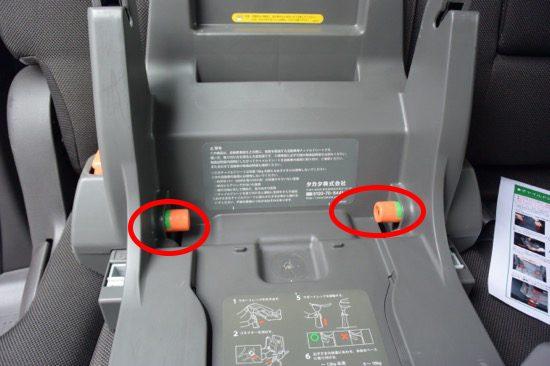 コネクター調整ボタンを押しながら押し込む