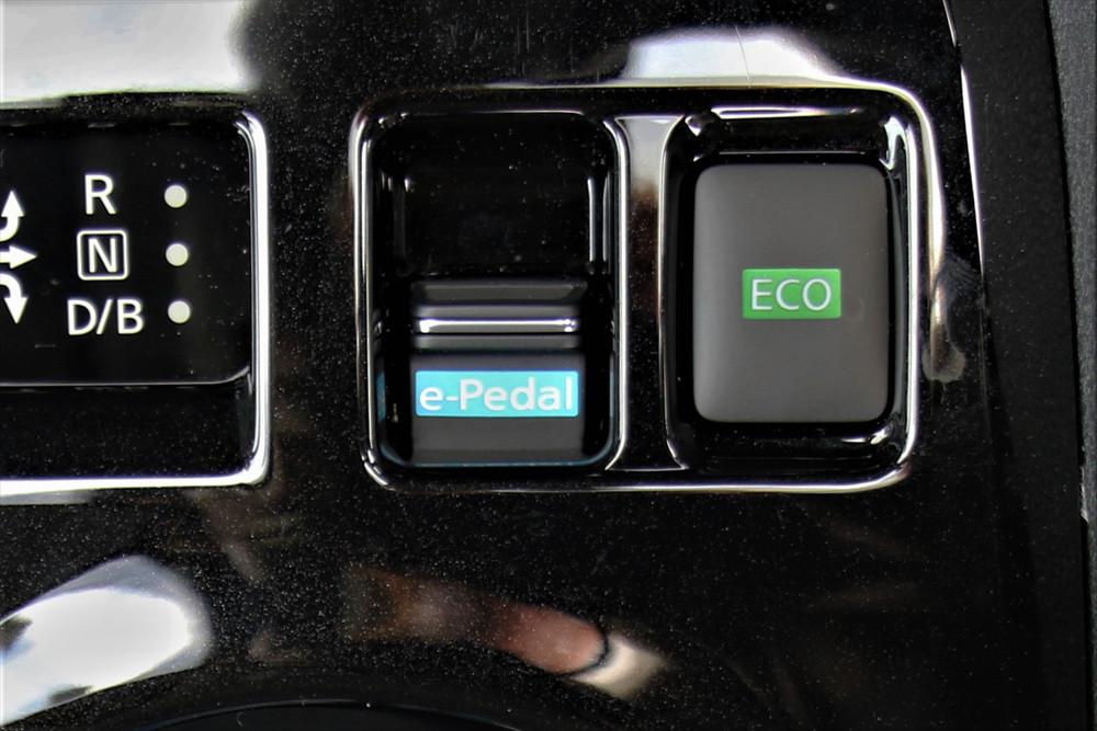 シフトレバー前方にある「e-Pedal」ボタン
