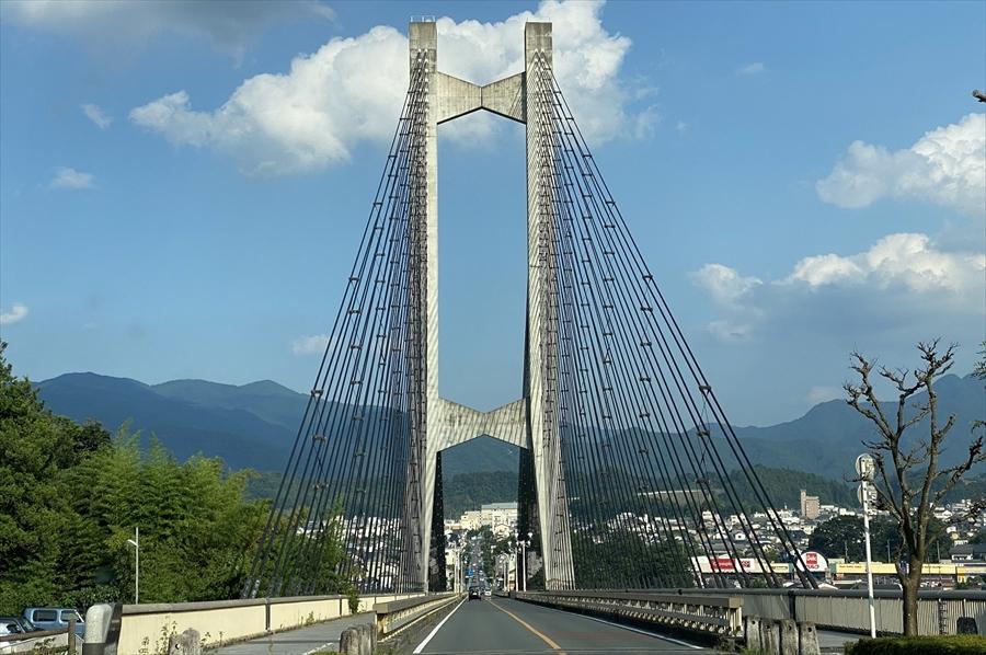 実際に橋を通ってみるとその大きさに圧倒される