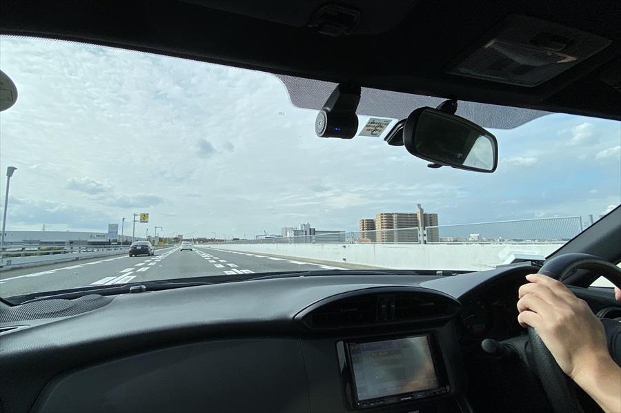 取材日は首都高から10㎞以上の渋滞が発生していたため、急遽、一般道で世田谷区へ向かい第三京浜を利用することに。その場合でも90分とかからなかった
