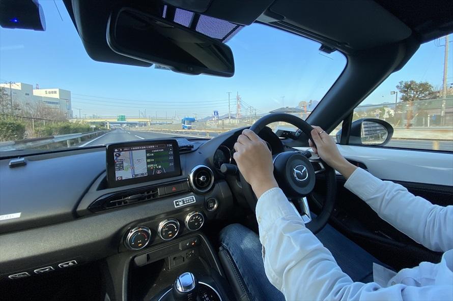 「ロードスター」はスピード感がつかみやすく、高速道路でも運転しやすい