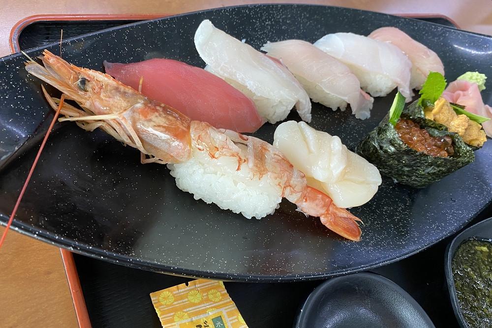 かなや寿司は9貫で1,890円(税抜き)、上にぎり7貫は1,480円(税抜き)。共に仕入れ状況でネタ変わるそう