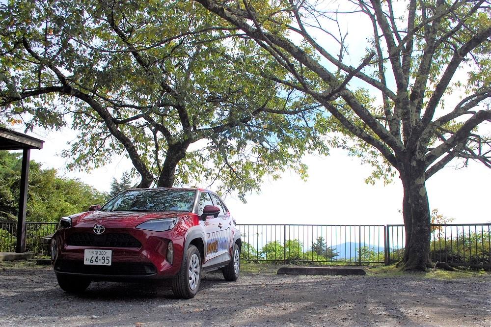 200メートルほど歩いて下ると、奥多摩周遊道路で唯一の富士山眺望スポットがある