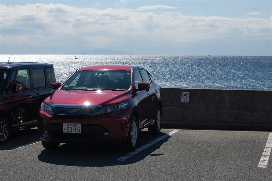 海を一望できる駐車場。家族連れの利用者も多い