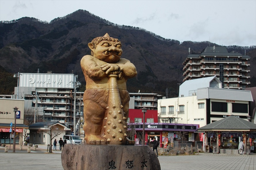 鬼怒川温泉のランドマーク「鬼怒太(きぬた)」。がっしりとした体格だが、まだ子どもの鬼