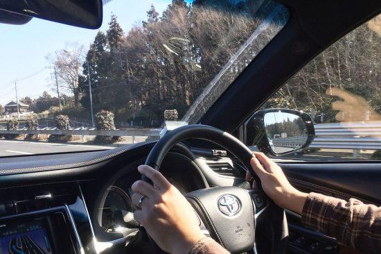 視界は広くて良好。フロントガラス脇のAピラーも、運転手の視界をほとんど妨げません