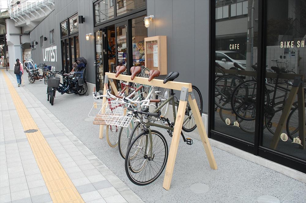 「LATTEST SPORTS」はボルタリングジムにコーヒースタンド、サイクルショップを併設するスポーツ複合ショップ